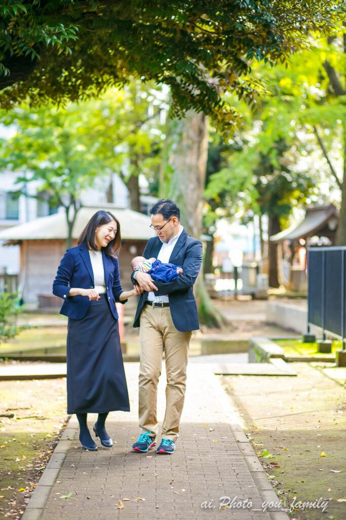 東京・ 鬼子母神にてお宮参りでの家族写真